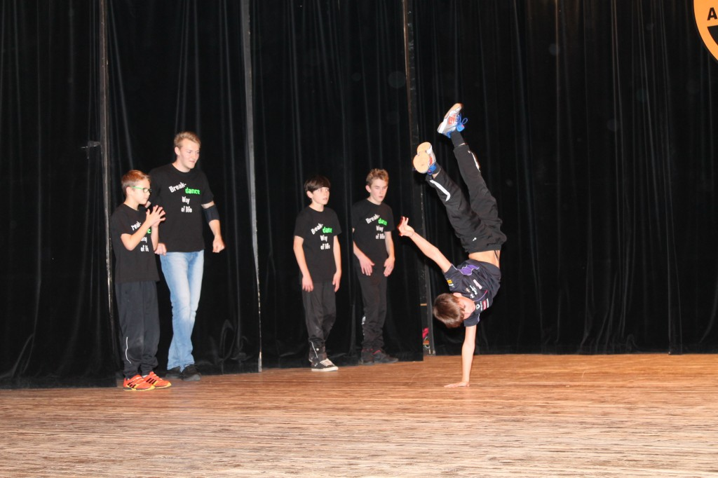 """Gastauftritt der Breakdance-Gruppe """"Airy Spirit Crew"""""""
