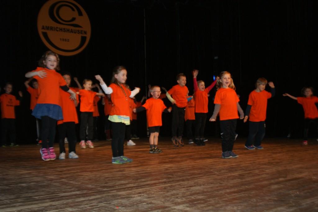 Die Kinderturngruppe zeigte Laola in einem Tanz